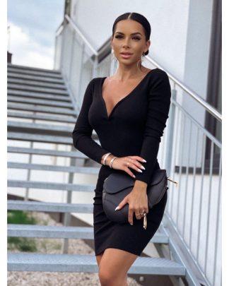 Čierne šaty LARISA LINE vyzdvihnú ženské krivky, elegantné a sexy